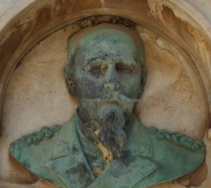 Monumento S. Castiglia - dettaglio