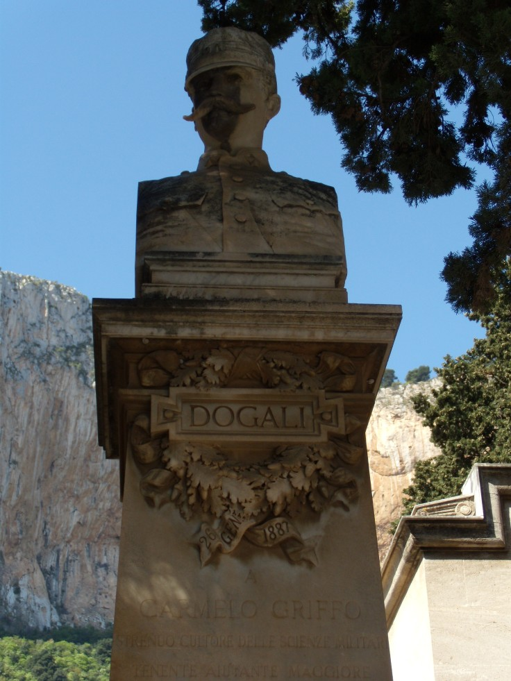 Monumento Griffo2