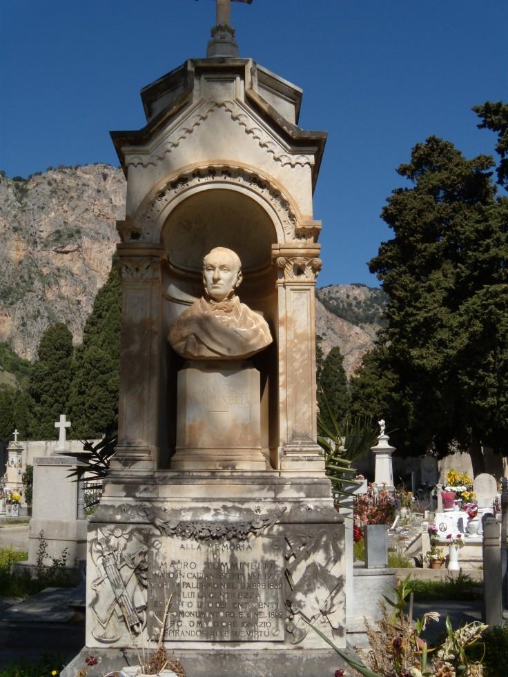 Monumento a Mauro Tumminelli