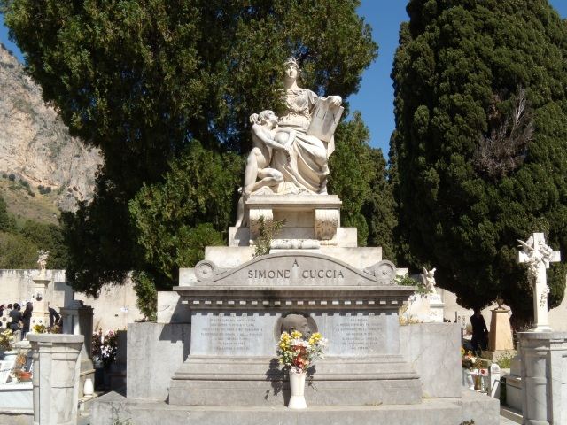 Monumento a Simone Cuccia