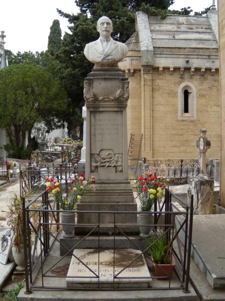 Monumento Piniti2