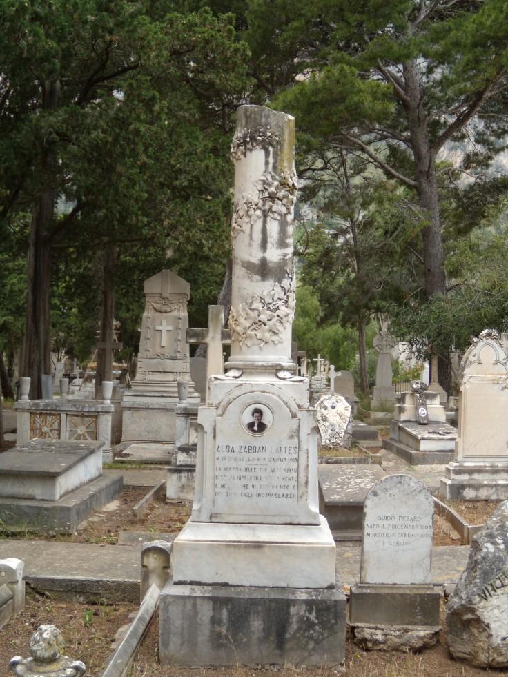 Monumento Alba Zabban Lattes